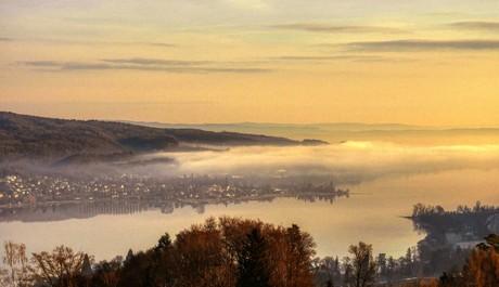 Wangen mit See und Nebel